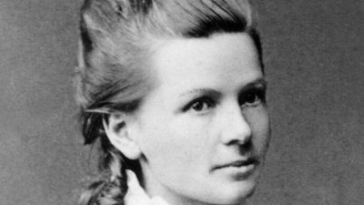 Првиот возач на автомобил во светот била жена – Берта Бенц, дамата која ги помести границите (ФОТО)