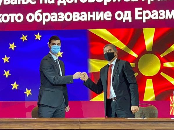 Rektorot-Bedzeti-go-potpisha-dogovorot-za-grant-Erazmus-za-akademskata-2020-21-godina.png