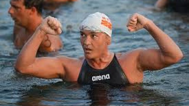 Svetskiot-prvak-vo-maratonsko-plivanje-Tomi-Stefanovski-gostin-predavach-na-UAKS.jpg