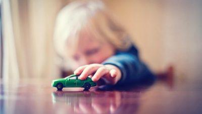 Истражување открива: Еве за колку време детето губи интерес за новата играчка