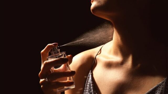 Nekolku-trikovi-kako-podolgo-da-vi-trae-parfemot.jpg