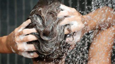 Скриени функции кои не сте ги знаеле: Што можете да направите со шампонот освен да си ја измиете косата?