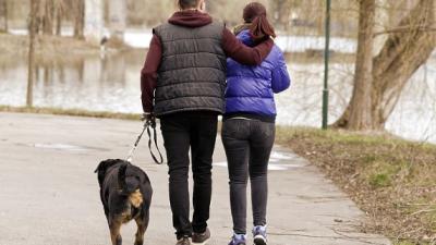 Експертите сметаат дека одењето по студ е погодно за здравјето