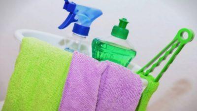 Не ви требаат скапи препарати или цел ден за чистење: Направете го овој спреј и нема да имате прашина и пајажина