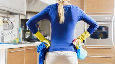 Трик за чистење на шпоретот без мака, со 4 состојки до блескава чистота