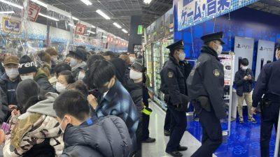 """Видео: Општи хаос во Јапонија поради """"PS5"""" конзолата"""