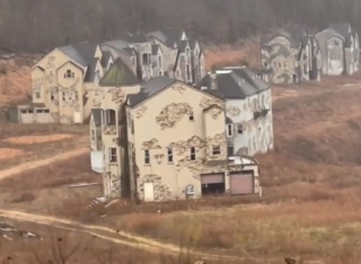 Odmoralishte-od-16-milijardi-dolari-izgleda-kako-grad-na-duhovi-Napushteni-vili-investitorite-uapseni-FOTOVIDEO.jpg